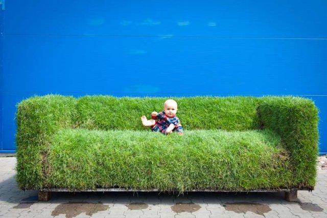 Kanapa z trawy - reklama IKEA