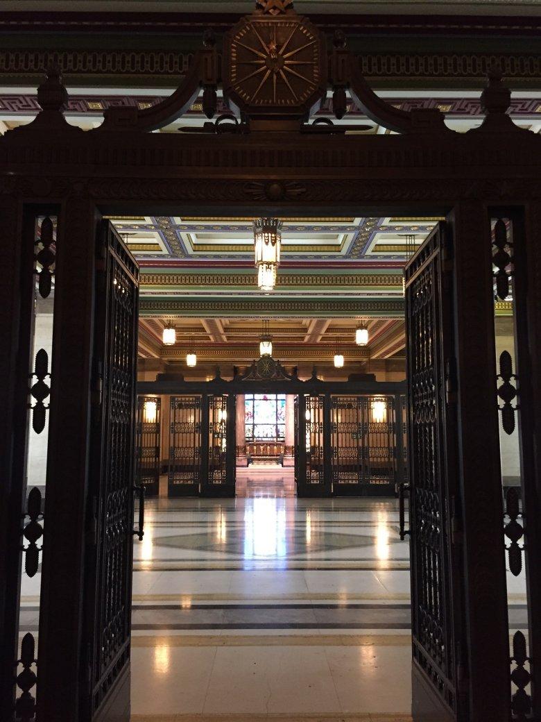 We wnętrzu Freemasons' Hall.