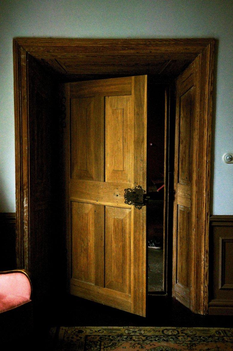 Te pałacowe drzwi mają około 300 lat