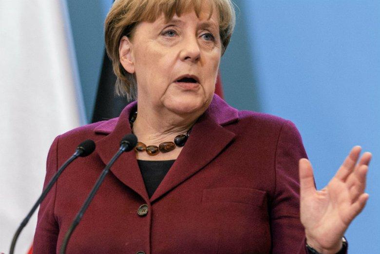 Angela Merkel w opublikowanym w sobotę nagraniu skomentowała polską ustawę o IPN. Odniosła się też do odpowiedzialności Niemiec za Holokaust.