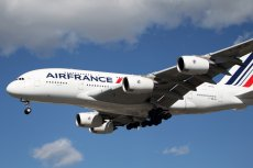 Dwa francuskie samoloty lądowały awaryjnie, prawdopodobnie z powodu informacji o bombach.