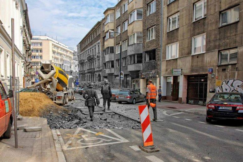 Dziś na Koszykowej trwają roboty, latem 1944 roku była zniszczona przez powstańcze starcia.