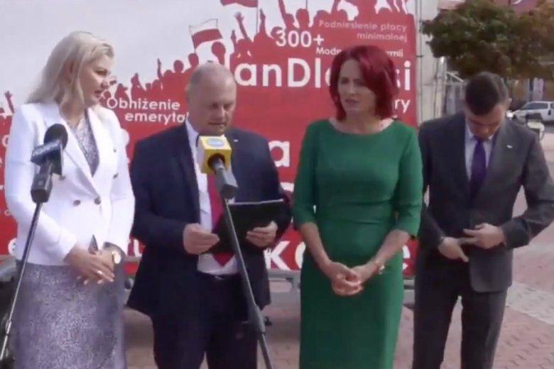 Do osobliwej walki o mikrofon pomiędzy politykami PiS doszło w Łomży. Uczestniczyły w niej Bernadeta Krynicka, posłanka PiS i Agnieszka Muzyk, była zastępca prezydenta Łomży.