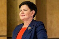 Beata Szydło przyzwyczaiła wyborców w Polsce do garsonek i broszek. W Brukseli ubiera się zupełnie inaczej.