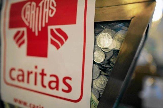 Caritas przedstawiana jest jako konkurencyjna organizacja względem Orkiestry