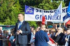 """Prezydent Andrzej Duda podczas wiecu PiS w Nowym Dworze Gdańskim oznajmił, iż uważa konstytucję za """"przejściową""""."""
