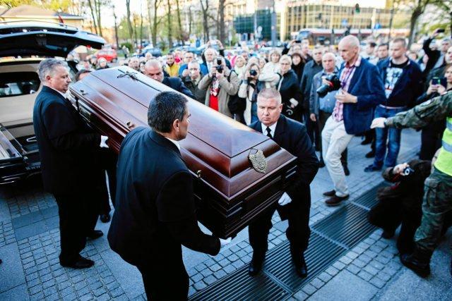 W telewizji publicznej relacja z pogrzebu była dziś jedną z najważniejszych wiadomości