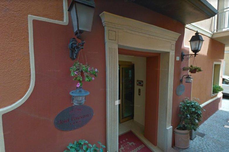 Z okna tego hotelu w sardyńskiej Olbii wyskoczyła 39-letnia Polka.