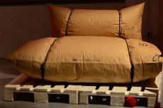 Agata Kulik-Pomorska i Paweł Pomorski otrzymali honorowe wyróżnienie za oryginalną sofę Blow (producent: Malafor), przypominającą dwa wypchane worki