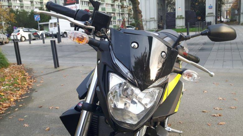 LED-owe lampy zamontowano zarówno z przodu jak i z tyłu motocykla.