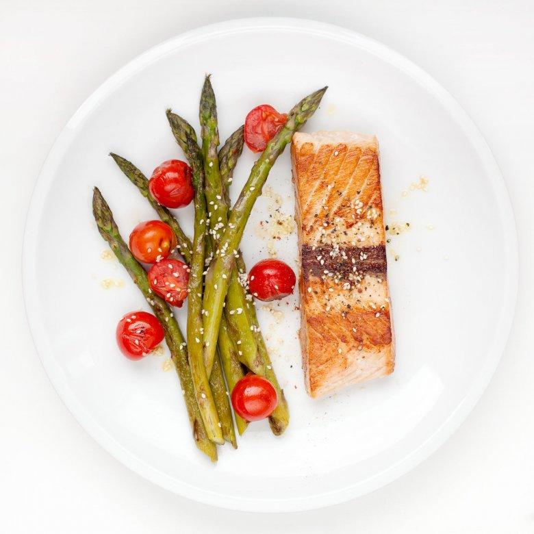 Szparagi to idealny dodatek do ryb i mięs z grilla.