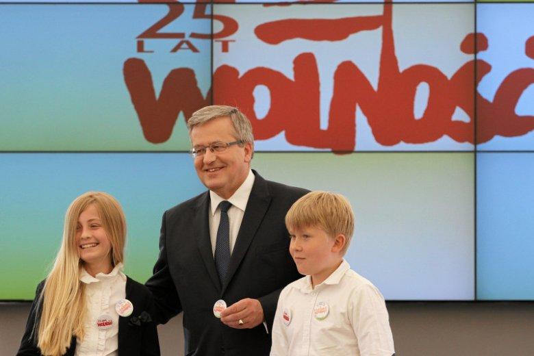 """Bronisław Komorowski, w najnowszym wywiadzie dla """"Tygodnika Powszechnego"""", wiele mówił o sprawach młodych ludzi"""