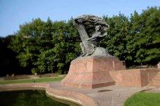 Pomnik Chopina w Łazienkach Królewskich