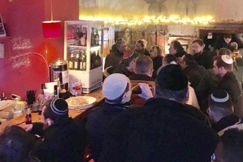 W czwartek wieczorem w Cafe Fosal miała miejsce pojednawcza impreza w jarmułkach.