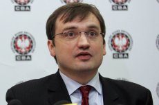 """Zbigniew Ziobro na konferencji w 2007 r., gdy padły słynne słowa o kardiochirurgu Mirosławie G.: """"Już nikt nigdy przez tego pana życia pozbawiony nie będzie""""."""