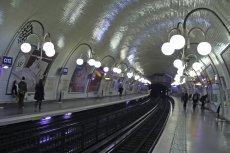 Mężczyzna chciał zgwałcić 30-latkę w metrze, a nikt nie reagował. Współpasażerom grozi do 5 lat więzienia