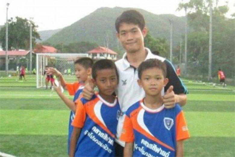 Kim jest Ekapol Chanthawong, trener piłkarski, który utknął z 12-osobową grupą podopiecznych w jaskini w Tajlandii?