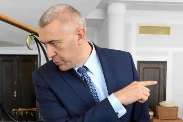 """Przyjaciele z Młodzieży Wszechpolskiej nie mogą przeboleć, że talent Romana Giertycha """"marnuje się"""" w kancelarii prawnej a nie w polityce."""