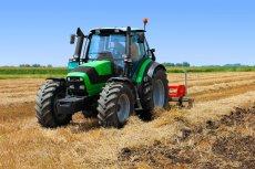 Aby ubiegać się o zwrot podatku akcyzowego za olej napędowy używany do produkcji rolnej, należy złożyć odpowiedni wniosek do wójta, burmistrza lub prezydenta miasta, w zależności od miejsca położenia gruntów rolnych, wraz z fakturami VAT (lub ich kopiami)