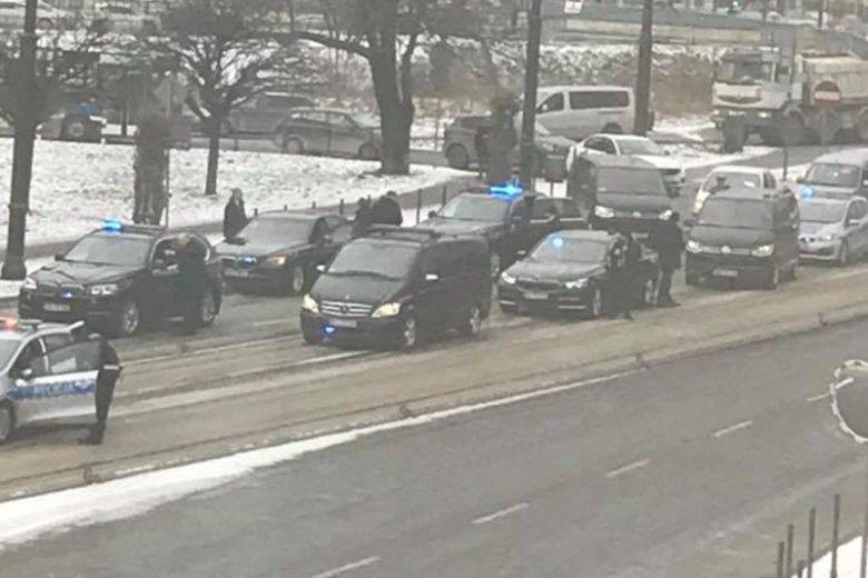 Prezydencka limuzyna zderzyła się z... betonowym separatorem.