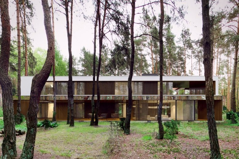 Lustrzany dom położony w lesie jest nie tylko piękny, ale bardzo praktyczny