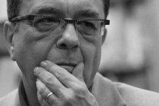 Znachor Jerzy Zięba próbuje się promować na śmierci Grzegorza Miecugowa. Mówi, że dziennikarz by żył, gdyby lekarze znali jego książki i wiedzieli, jak leczyć sepsę.
