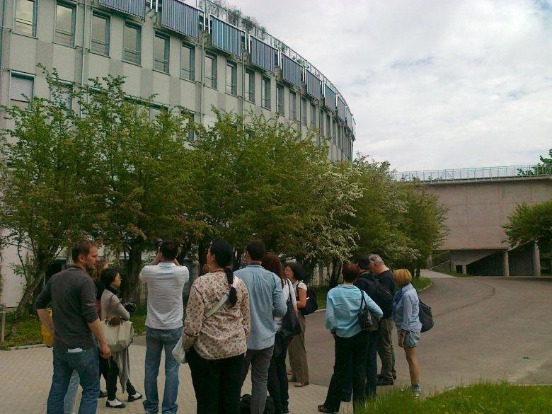Dziennikarze zagraniczny (m.in. z Chin) zwiedzający Europejskie Centrum Sztuki w Białymstoku.