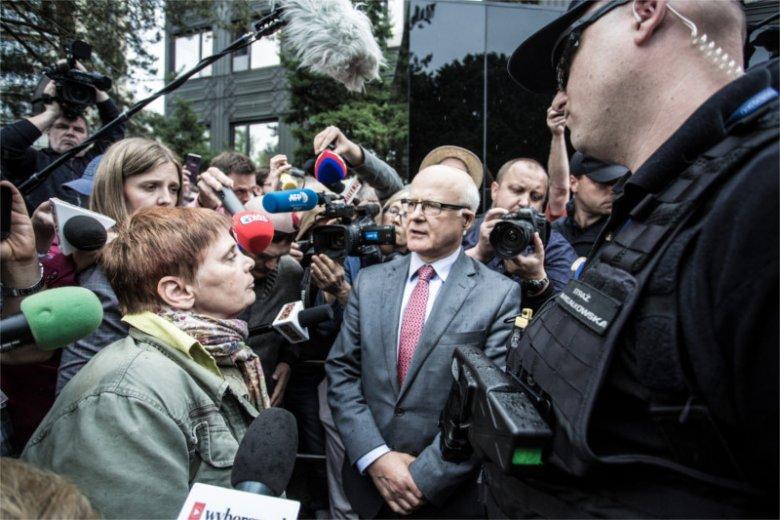 Janina Ochojska juz dwa razy próbowała dostać się do Sejmu. Za trzecim razem dostała jedynie połowiczną zgodę...