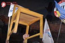W nowym spocie Bronisława Komorowskiego pojawia się krzesło, które ma być symbolem szkodzącego Polsce radykalizmu