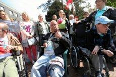 Według najnowszego sondażu aż 87 proc. Polaków popiera postulat protestujących w Sejmie opiekunów osób niepełnosprawnych, którzy chcą wprowadzenia 500-złotowego dodatku dla niepełnosprawnych.