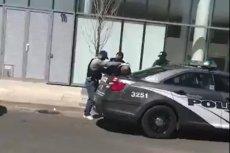 Dwie ofiary śmiertelne i wiele osób rannych to efekt zdarzenia, do którego doszło w poniedziałek w Toronto. Policja unika odpowiedzi na pytanie, czy furgonetka wjechała w tłum przypadkiem, czy był to zaplanowany atak terrorystyczny.