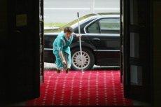 Czerwony dywan i limuzyna w urzędzie to norma bo państwo nie może być tanie, tylko sprzątaczkom należą się dziadowskie pensje.