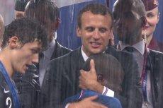 Tuż po rozpoczęciu dekoracji medalowej nad stadionem na moskiewskich Łużnikach przeszła ulewa. Wówczas parasol znalazł się tylko... dla jednej osoby.