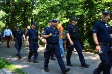 Z informacji portalu oko.press wynika, że wobec opozycji i manifestantów policja prowadziła regularną inwigilację.