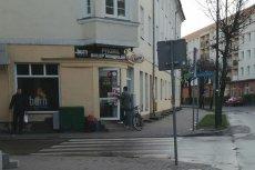 W niedzielę, pierwszy dzień świąt wielkanocnych w Ełku był otwarty sklep monopolowy należący do żony posła PiS Wojciecha Kossakowskiego.