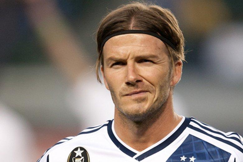 David Beckham kończy karierę piłkarską.