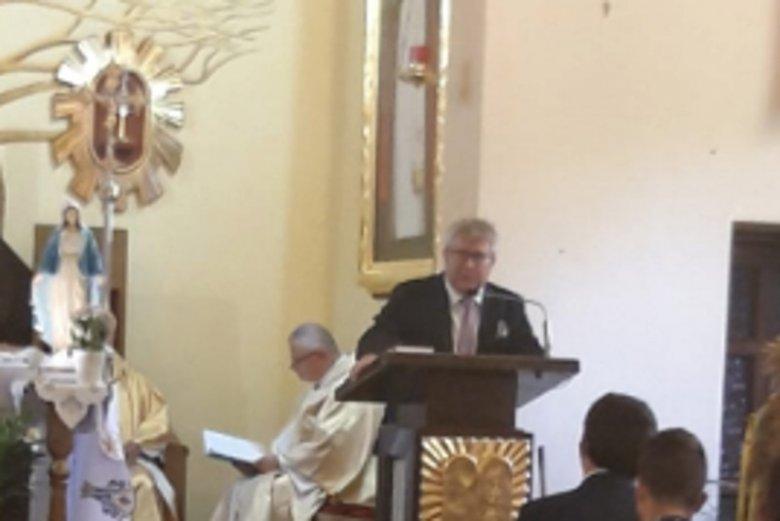 Europoseł PiS Ryszard Czarnecki przemawiał w kościele w Kamieńcu Wrocławskim.