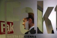"""Donald Tusk w redakcji """"Faktu"""" po debacie przed wyborami prezydenckimi (2005 rok)"""