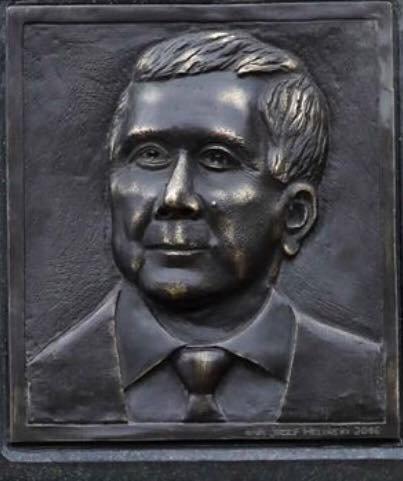 Popiersie prezydenta RP Lecha Kaczyńskiego, z tablicy na Pałacu Prezydenckim w W-wie