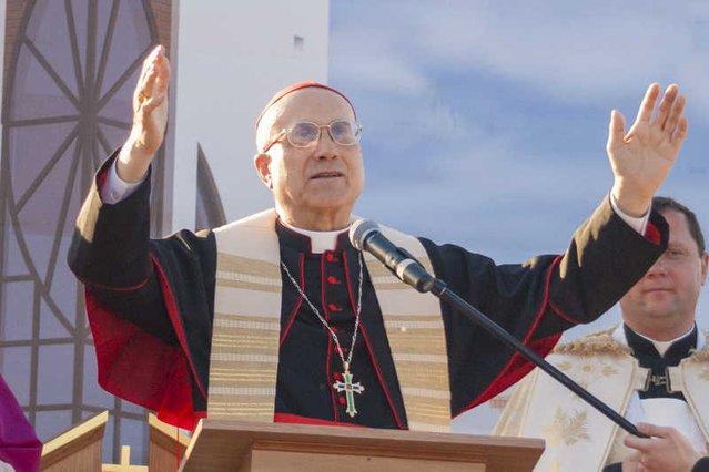 """Kardynał Tarcisio Bertone, były sekretarz stanu Stolicy Apostolskiej został w zeszłym roku oskarżony przez """"Bild"""" o przywłaszczenie 15 mln Euro."""