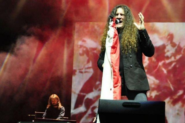 Contra Mundum, grający patrio rocka, dostał 150 tys. zł od MSZ na trasę koncertową w Wielkiej Brytanii, w ramach której zagrał dwa koncerty, które cieszyły się znikomym zaineresowaniem.