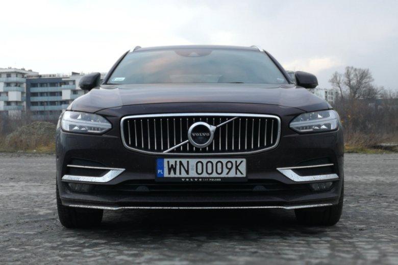 Charakterystyczny przód nowych Volvo robi wrażenie rozmiarami.