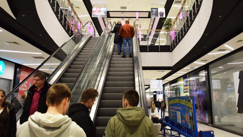 Jak to możliwe, że w Gdańsku jedna z galerii handlowych działa pomimo zakazu handlu w niedzielę?