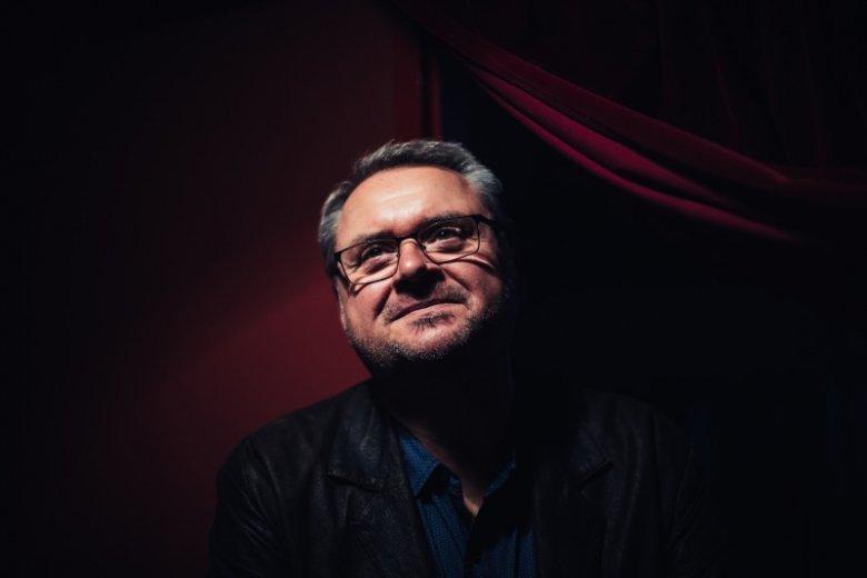 Wojciech Gratkowski związany jest z warszawskim Teatrem Ateneum od 1991 roku