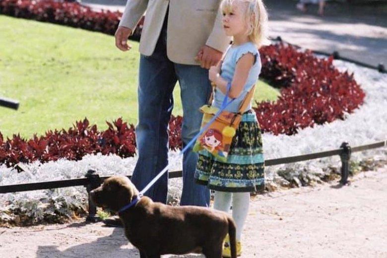 """Jeden z psów z filmu """"Tylko mnie kochaj"""". Maciej Zakościelny i Julia Wróblewska zaapelowali o pomoc dla zwierzaków z kultowej komedii."""