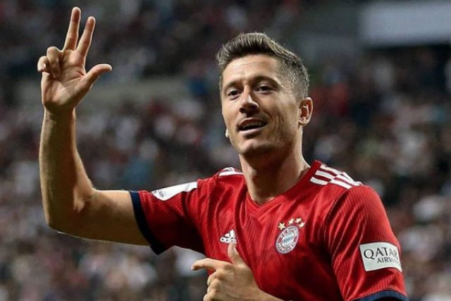 Robert Lewandowski zarabia w Bayernie 15 mln euro za sezon gry.
