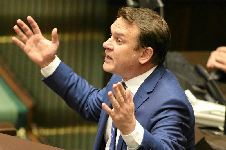 Dominik Tarczyński ostro odpowiedział Dariuszowi Rosatiemu, który skrytykował PiS.