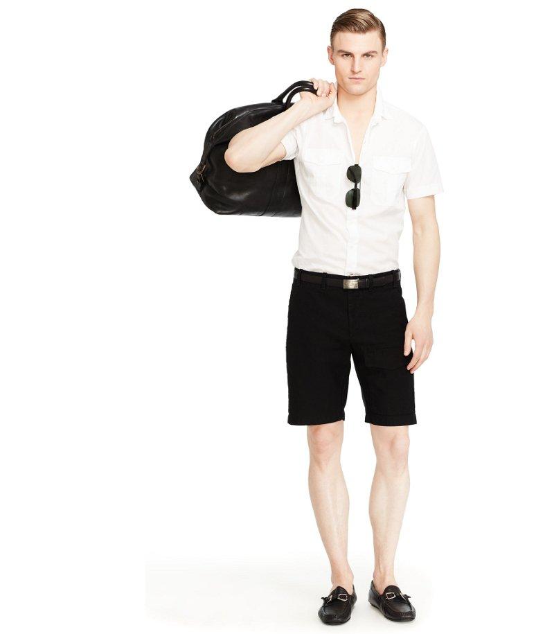 Przykładowy strój, w którym nawet biała koszula z krótkim rękawem przejdzie