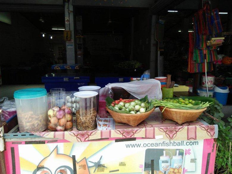 Jedno z targowisk w Bangkoku.
