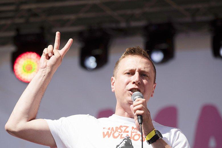 Krzysztof Brejza ujawnił listę nagrodzonych z dokładnymi danymi. Mariusz Błaszczak dostał najwięcej pieniędzy.